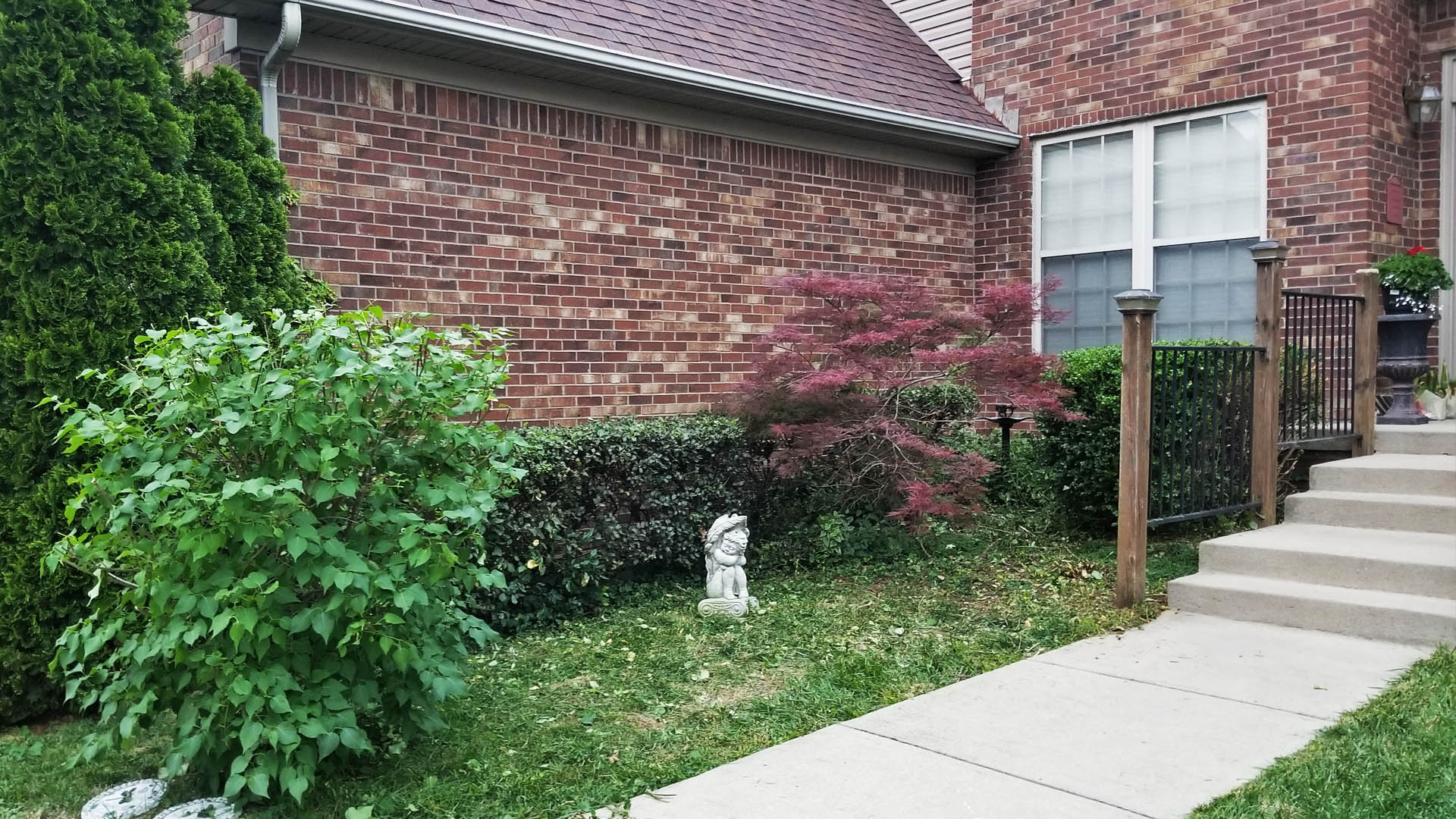 Residential yard clean up in Lexington, KY by Allen's Lawn Service.